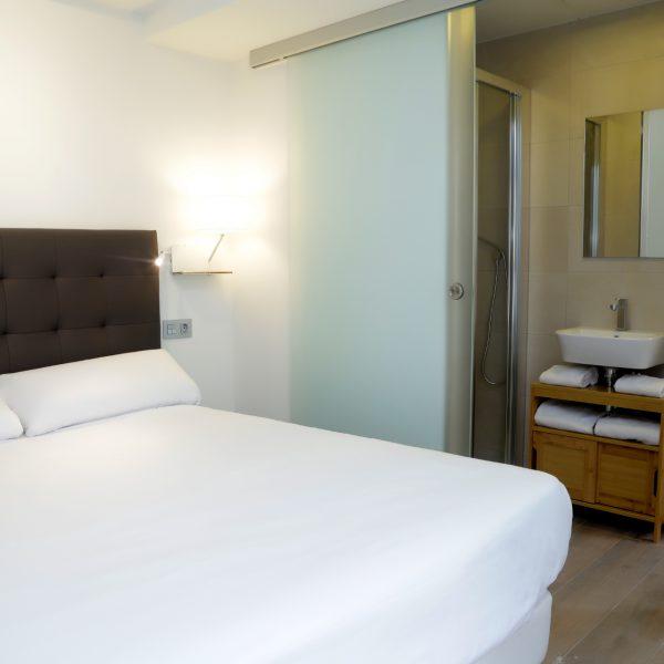 Apartamento_1A_Lastres_Oviedo_Catedral_dormitorio_2 con_bano